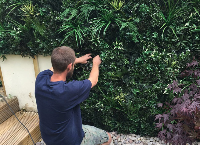 how to create an artificial green wall